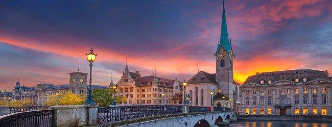 Panorama von Zürich im Sonnenuntergang als Motivation Singles in Zürich kennenzulernen