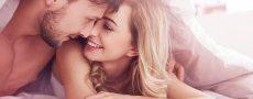 Frau und Mann im Bett schauen sich an als Symbol für Lustlosigkeit