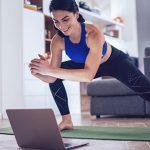 Single macht Home-Workout in Zeiten von Corona