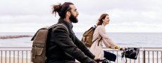 Paar fährt gemeinsam Fahrrad